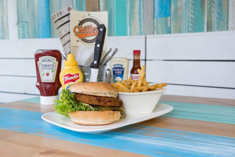 VEGAN: Classic Burger auf Sourdough Bun mit Taco Patty und einer Side French Fries