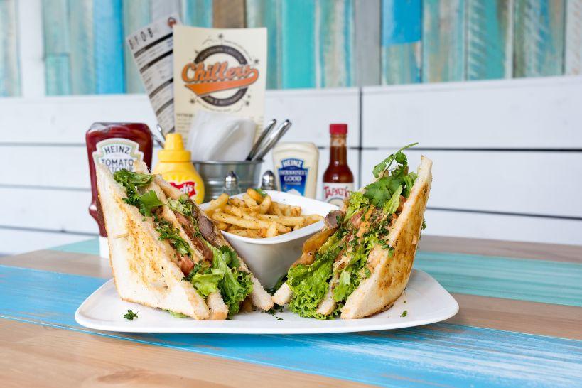Philly Sandwich mit einer Side French Fries